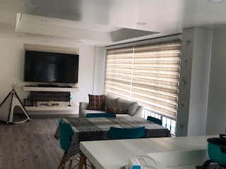 Una sala de estar llena de muebles y una televisión de pantalla plana en Apartamento en venta en Ciudad Salitre Occidental de 80m² con Jardín...