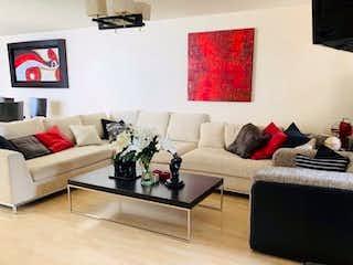 Una sala de estar llena de muebles y una televisión de pantalla plana en Acogedor Departamento