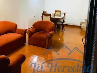 Una sala de estar llena de muebles y una televisión de pantalla plana en LOS CERROS