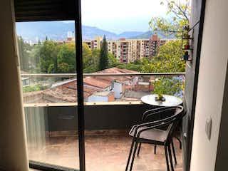 Una vista de una ciudad desde una ventana en VENTA APARTAMENTO EN ENVIGADO LA PAZ
