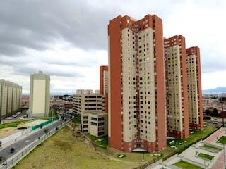 Un gran edificio con un gran edificio en el fondo en Conjunto