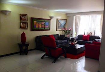 Casa en Bogota Lisboa, con tres garajes, cuatro habitaciones