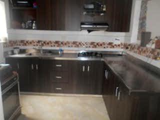 Una cocina llena de un montón de electrodomésticos blancos en Venta de Casa Sector Santa Maria Itagüí