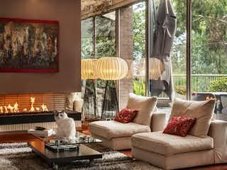 Una sala de estar llena de muebles y una gran ventana en Apartamento en venta en Colinas De Suba con Minigolf...