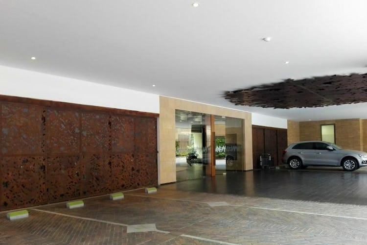 Foto 1 de Apartamento en venta Bogotá-El Chico, con sala de juegos para niños y gimnasio.