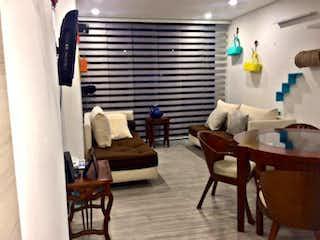 Una sala de estar llena de muebles y una chimenea en Apartamento En Venta En Bogota Santa Paula