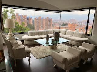 Una sala de estar llena de muebles y una gran ventana en Vendo Apartamento Arboleda  Suba Bogotá