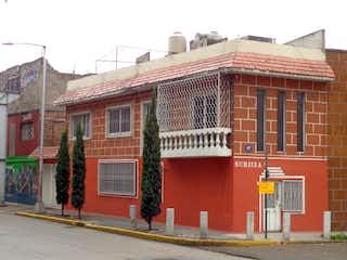 Un edificio de ladrillo rojo con un edificio de ladrillo rojo en CASA EN RO CHURUBUSCO, CDMX, MXICO
