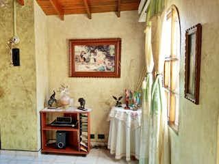 Una sala de estar llena de muebles y una chimenea en Apartamento en venta en Zoológico, 46m² con Balcón...