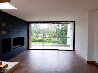 Una vista de una sala de estar con una ventana en Apartamento en Venta LLANO GRANDE