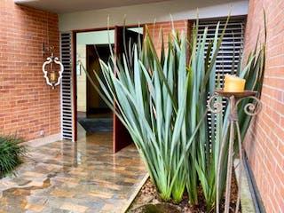 Una planta que está en la esquina de una habitación en Casa en venta en Santa María De Los ángeles de 4 hab. con Jardín...