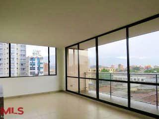 Una gran ventana con una vista de la ciudad en Med70