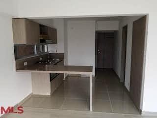 Un cuarto de baño con lavabo y un espejo en Monteazul
