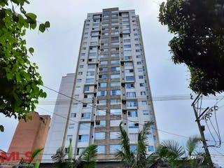 Un edificio alto con un reloj a su lado en Santiamen