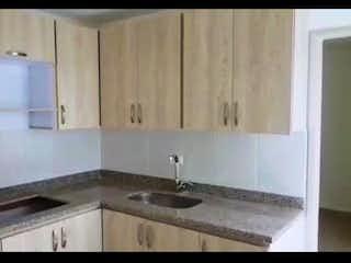 Un cuarto de baño con lavabo y un espejo en Apartamento en venta en La Magnolia de 150m² con Balcón...