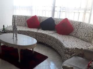 Una sala de estar llena de muebles y una gran ventana en Apartamento en venta en Simón Bolivar , 216mt