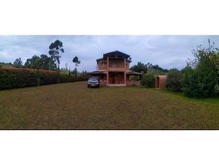 Casa en venta en Vereda Toldas con Bbq...
