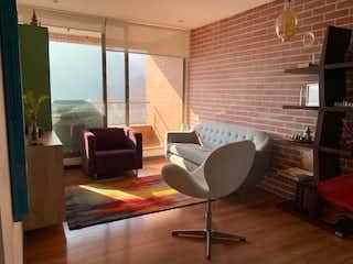 Una sala de estar llena de muebles y una televisión de pantalla plana en Apartamento en venta en San Martín, 81mt con balcon