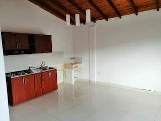 Una cocina con fregadero y nevera en Apartamento en venta en Universidad Medellín, 120mt
