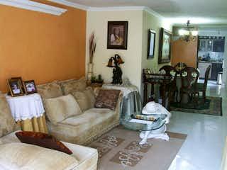Una sala de estar llena de muebles y un sofá en Casa en venta en Santa Mónica, 100mt de tres niveles