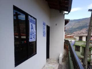 Una vista de un edificio desde el lado de un edificio en Se Vende Casa en El Salvador, Medellin