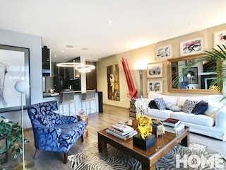 Una sala de estar llena de muebles y una chimenea en Elegante Apartamento De 2 Habitaciones En Artek 93 – Venta – Cra18 Cll93 – Chico