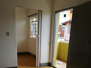Un cuarto de baño con un inodoro y un lavabo en Apartamento en Venta VILLA HERMOSA