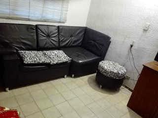 Una sala de estar llena de muebles y una alfombra en 101852 - Casa Lote Esquinero en Venta excelente ubicacion comercial