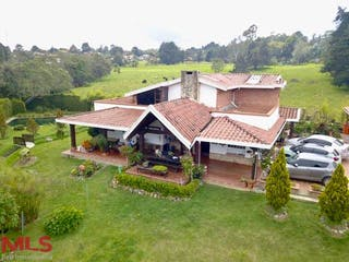 Casa en venta en Media Luna, Medellín