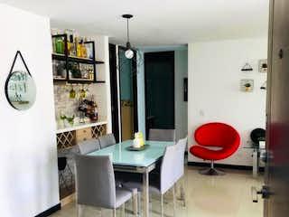 Un cuarto de baño con lavabo y un espejo en APARTAMENTO EN SAN JOAQUIN