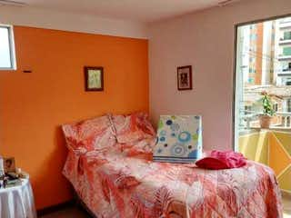 Una cama sentada en un dormitorio junto a una ventana en Apto, Venta, La Estrella, Parque