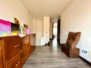 Una sala de estar llena de muebles y un suelo de madera en Apartamento En Venta En Bogota Ciudad Salitre Sur-Oriental-Teusaquillo