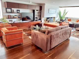 Una sala de estar llena de muebles y una televisión de pantalla plana en Bogota, Venta Apartamento en Rosales 197 mts