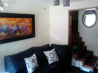 Una sala de estar llena de muebles y una televisión de pantalla plana en Casa