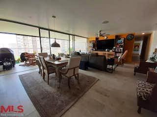 Una sala de estar llena de muebles y una mesa en Brujas Gran Reserva