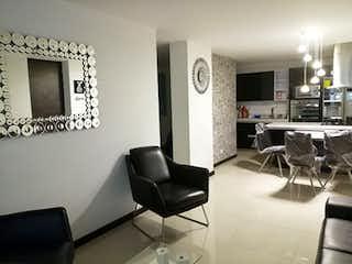 Una sala de estar llena de muebles y una televisión de pantalla plana en Apartamento en venta en Zúñiga de 3 habitaciones