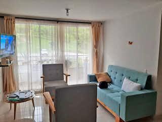 Una sala de estar llena de muebles y una ventana en Apartamento en venta en Rodeo Alto, 66mt con balcon