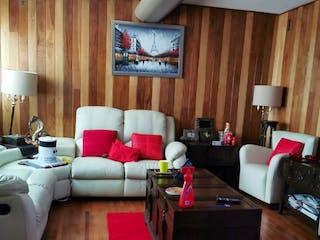 Una sala de estar llena de muebles y una televisión de pantalla plana en Casa en venta en Polanco de 350mts