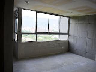 Un baño que tiene una ventana en él en Apartamento en venta en Machado, 55mt
