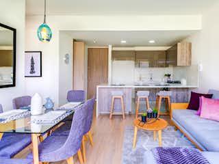 Una sala de estar llena de muebles y una televisión de pantalla plana en Apartamento En Venta En Bogota Salitre