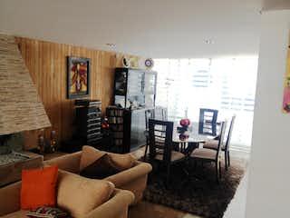 Una sala de estar llena de muebles y una ventana en Venta Casa Alfonso Lopez Galerías - 3068618