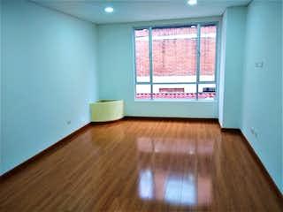 Una sala de estar con suelos de madera y un suelo de madera en Apartamento en venta en Batán, 63mt