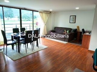 Una sala de estar llena de muebles y un suelo de madera en SE VENDE APARTAMENTO EN CAJICA CUNDINAMARCA