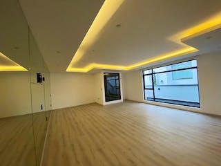 Una vista de una sala de estar y una sala de estar en Casa en venta de 850 mts de construcción, en Atizapán de Zaragoza con 6 recamaras