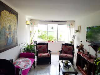 Una sala de estar llena de muebles y una televisión de pantalla plana en Apartamento en venta en La Milagrosa, de 61mtrs2