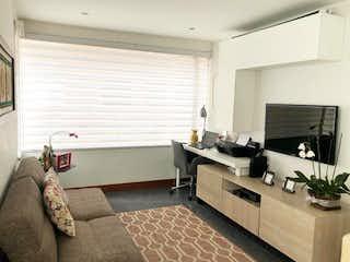Un cuarto de baño con lavabo de bañera y espejo en Apartamento En Venta En Bogota Bella Suiza-Usaquén
