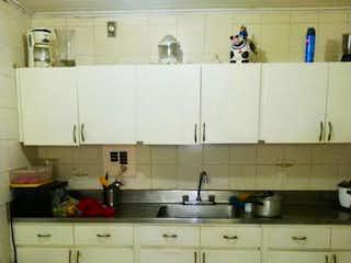 Una cocina con armarios blancos y un lavabo blanco en Apartamento en venta en Patio Bonito de 148m² con Zonas húmedas...
