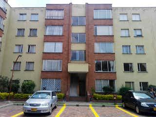 Un coche estacionado delante de un edificio en Apartamento En Arriendo/venta En Bogota Usatama
