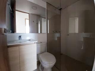 Un cuarto de baño con lavabo y ducha en Apartamento en venta en Barro Blanco de 2 habitaciones