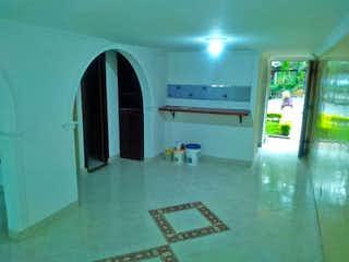Una habitación que tiene una ventana en ella en Casa en venta en Calasanz, 120mt de dos niveles